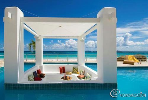 Coral Beach Club...Villa Alabaster 3BR situated on Dawn Beach - ALABASTER...  A lovely, luxurious beachfront villa in Coral Beach Club on Dawn Beach - Oyster Pond - rentals