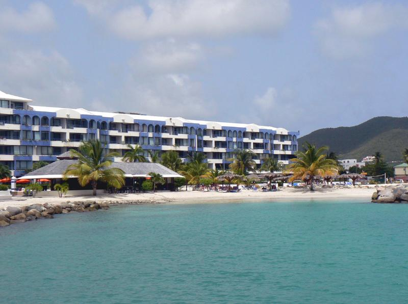 ROYAL PALM BEACH 101 ...Simpson Bay, Dutch St Maarten 800-480-8555 - ROYAL PALM BEACH #101 ...affordable 3 BR beachfront resort!  Close to restaurants & shopping! - Simpson Bay - rentals