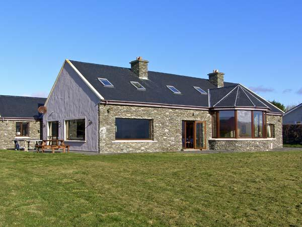 LAKE RETREAT, pet friendly, luxury holiday cottage, with a garden in Waterville, County Kerry, Ref 4603 - Image 1 - Waterville - rentals