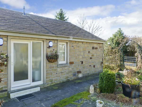 THE SNUG, country holiday cottage, with a garden in Gargrave, Ref 5659 - Image 1 - Gargrave - rentals