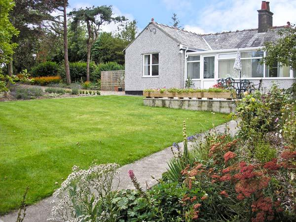 HAFOD COTTAGE, romantic, with open fire in Cemaes Bay, Isle Of Anglesey, Ref 5644 - Image 1 - Cemaes Bay - rentals