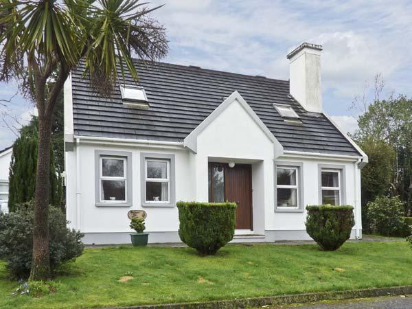 RADHARC NA MARA, family friendly, with a garden in Glengarriff, County Cork, Ref 4604 - Image 1 - Glengarriff - rentals