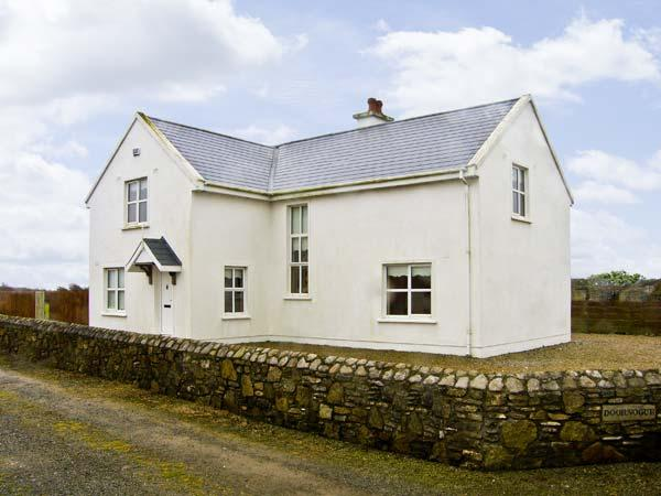 DOORNOGUE, family friendly, country holiday cottage, with a garden in Fethard-On-Sea, County Wexford, Ref 4606 - Image 1 - Fethard On Sea - rentals