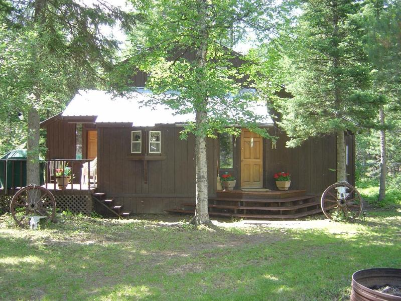 Outside Front - Cabin in the Woods Close to Glacier National Park - Hungry Horse - rentals