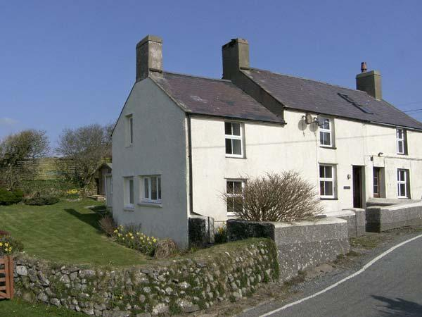 2 LON LAS, family friendly, character holiday cottage, with a garden in Aberdaron, Ref 4564 - Image 1 - Aberdaron - rentals