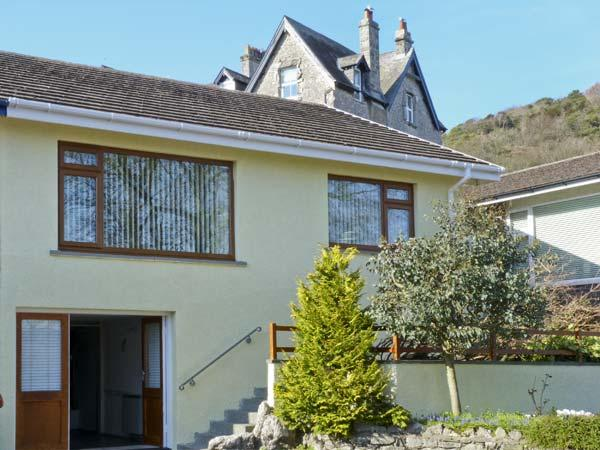 HILLSIDE, pet friendly, luxury holiday cottage, with a garden in Grange-Over-Sands, Ref 5163 - Image 1 - Cumbria - rentals