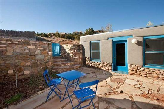 Patio, completely enclosed - Hillside – Peaceful Patio, East Side Very Close In - Santa Fe - rentals