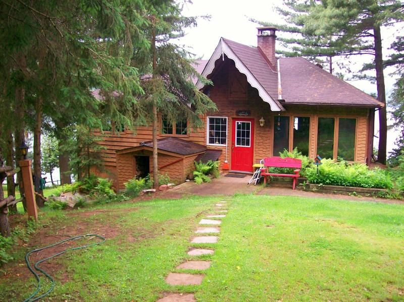 Booth Lane - 3 bedroom 4 season cottage - Booth Lane - 3 Bedroom 4 Season Cottage -  THANKSGIVING WEEKEND STILL AVAILABLE! - Bancroft - rentals