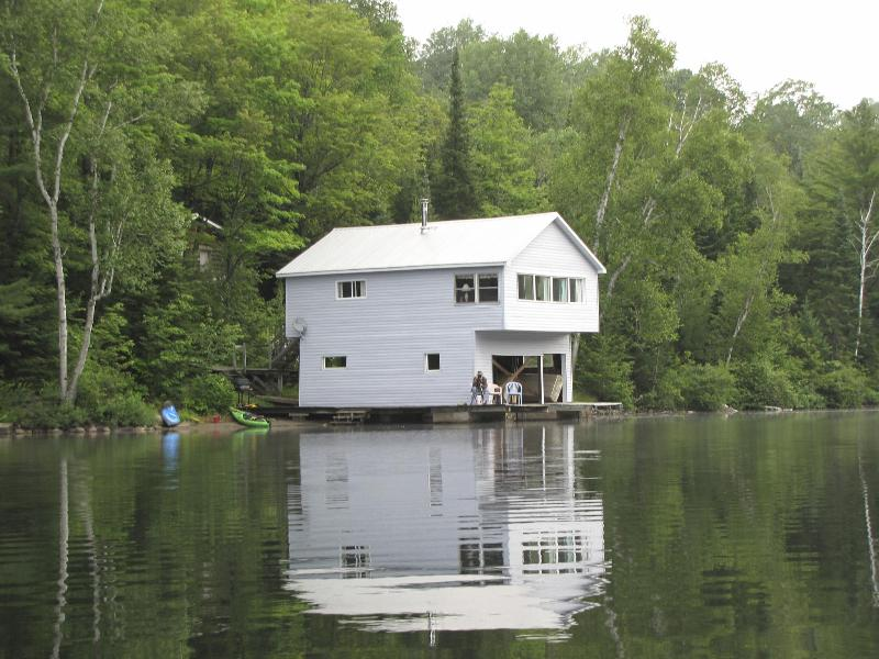 Lakeview - Boathouse Lake front Cottage! THANKSGIVING STILL AVAILABLE! - Bancroft - rentals