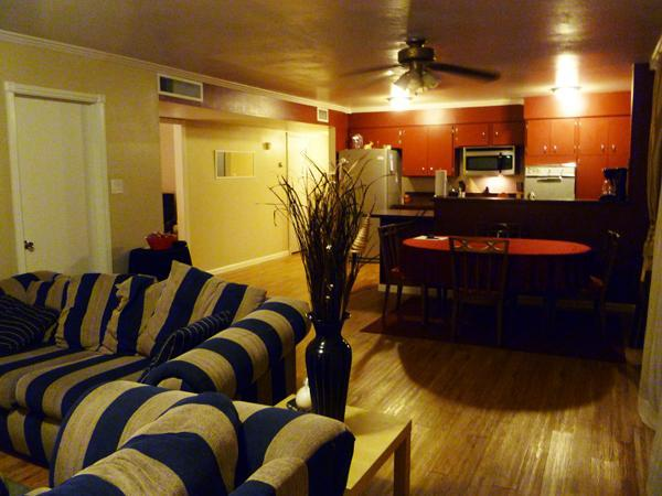 Family Room - Elegant Tempe Home Near ASU~ from $97 per night! - Tempe - rentals