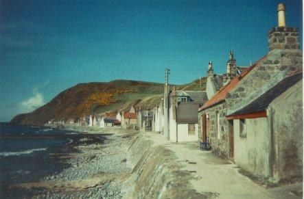 It's the one with the red roof - Crovie Cottage, Banffshire, Aberdeen, Scotland - Banff - rentals