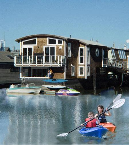 Rear of houseboat - viewed from shore - Luxurious 2000 sq. ft. houseboat in Sausalito - Sausalito - rentals