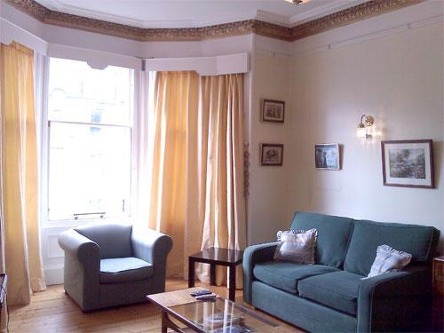 Living room with bay window, castle view, sofa, sofa bed, armchair, coffee table, TV/DVD player,  - Roseneath Apt. Marchmont Self Catering, Edinburgh - Edinburgh - rentals
