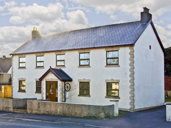 LA CALA, family friendly, luxury holiday cottage, with a garden in Penderyn, Ref 5108 - Image 1 - Penderyn - rentals