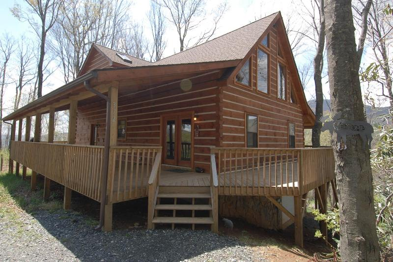Rustic Retreat - Beautiful Mountain Log Cabin with Stone Fireplace - West Jefferson - rentals