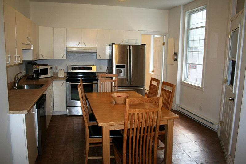 Full kitchen 2 - Beautiful 14 BDR close parcs, Plateau and Old Port - Montreal - rentals