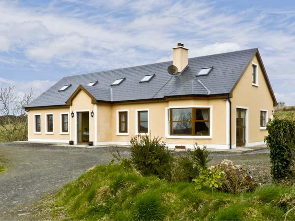FRURE HOUSE, pet friendly, country holiday cottage, with a garden in Kilmihil, County Clare, Ref 4624 - Image 1 - Kilmihil - rentals