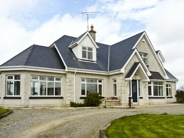 SEVEN GABLES COTTAGE, pet friendly, with a garden in Gorey, County Wexford, Ref 4629 - Image 1 - Gorey - rentals