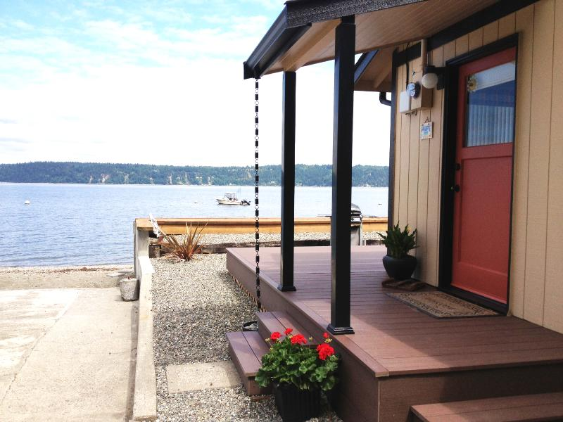 The Beach House has its own boat ramp and mooring buoy - A waterfront home away from home on Camano Island! - Camano Island - rentals