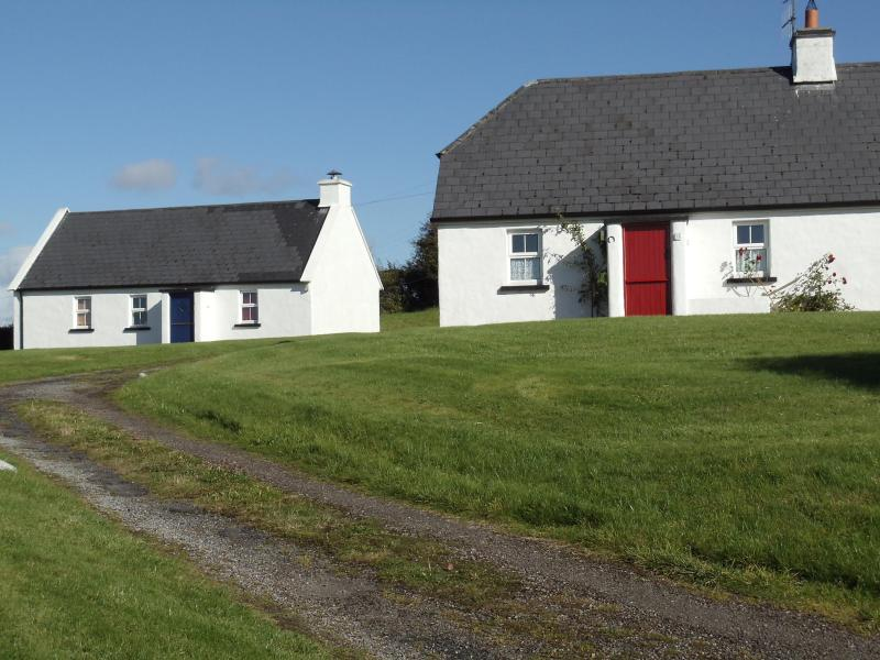 only 4 other cottages as neighbours - 3 Bedroom Irish Cottage in Corofin Co Clare - Corofin - rentals