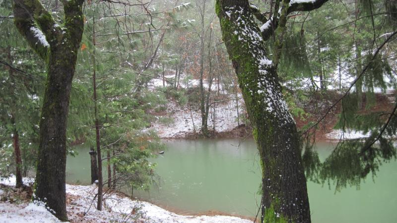 Seasonal Pond and Dock in the Winter - Mountain House, Spa, Hiking, Rollins Lake, Snow - Gold Run - rentals