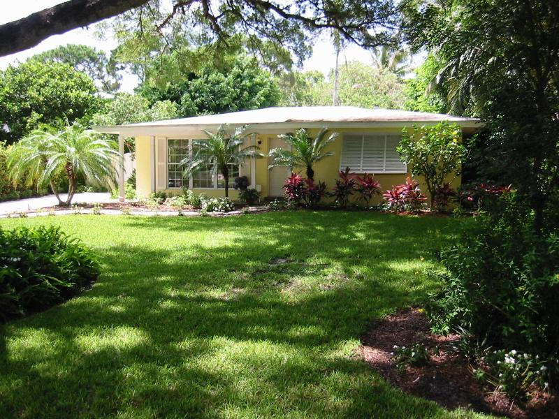House and Front Yard - 3 BR 3 BA Oasis, perfect location in Olde Naples - Naples - rentals