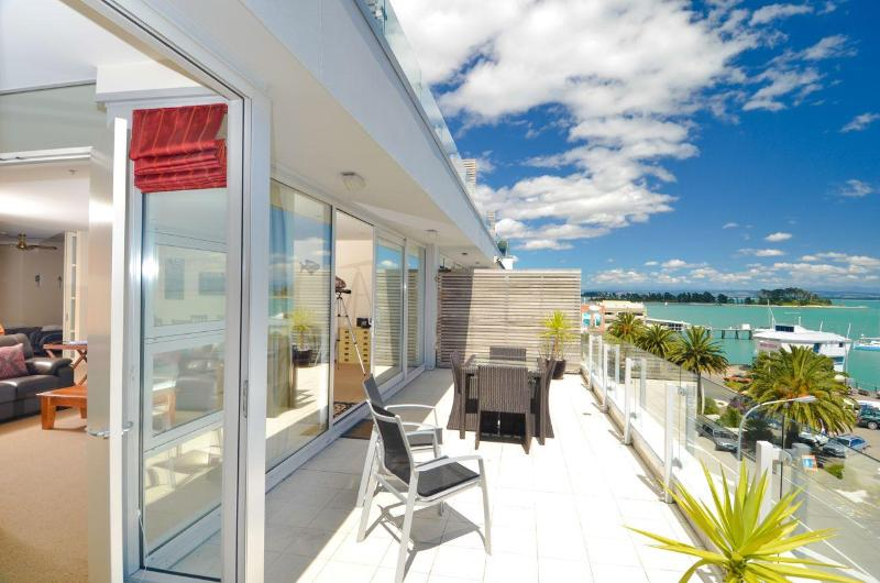 Seaside Luxury - Nelson Waterfront Apartment - Image 1 - Nelson - rentals