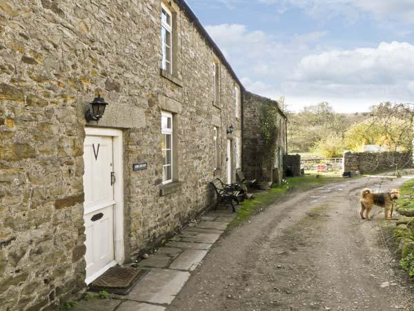 ARKLEHURST, pet friendly, country holiday cottage in Langthwaite, Ref 7112 - Image 1 - Reeth - rentals