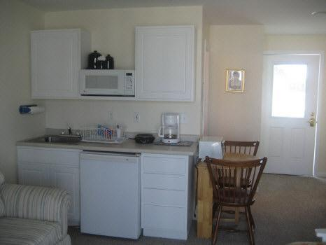 Kitchenette - Oceanview Studio at The North End of Main Beach - Hampton - rentals