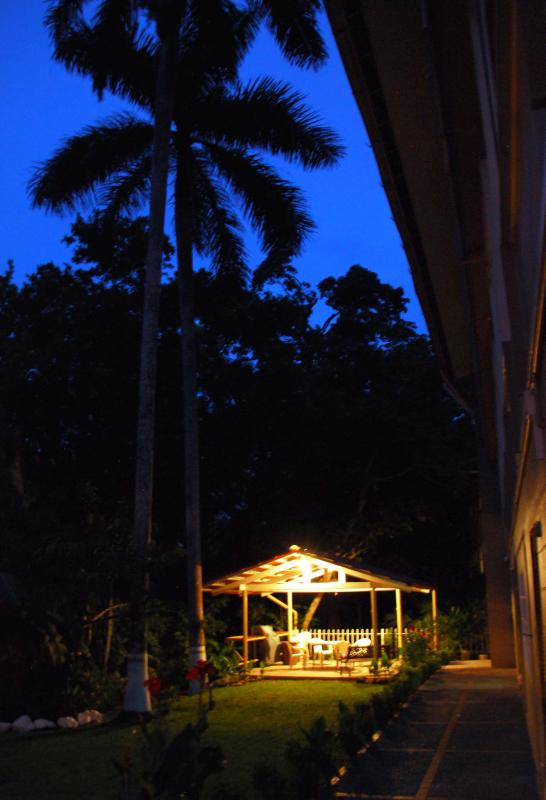 Back yard at dusk, with the gazebo ready for fun. - 4 Bedroom 3 bath Apartment in Ancon National Park - Panama City - rentals