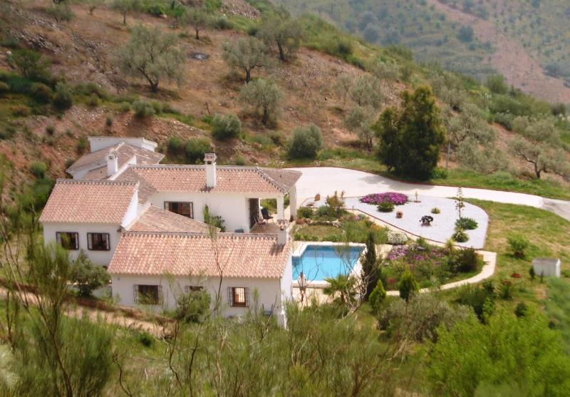 Country home for 6 with stunning sea views - Image 1 - Moclinejo - rentals