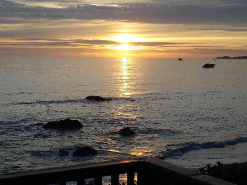 One of many beautiful sunsets we have enjoyed from the Ancient Mariner Ocean Front Vacation Cabin - Oceanfront Retreat Brookings area -Ancient Mariner - Brookings - rentals