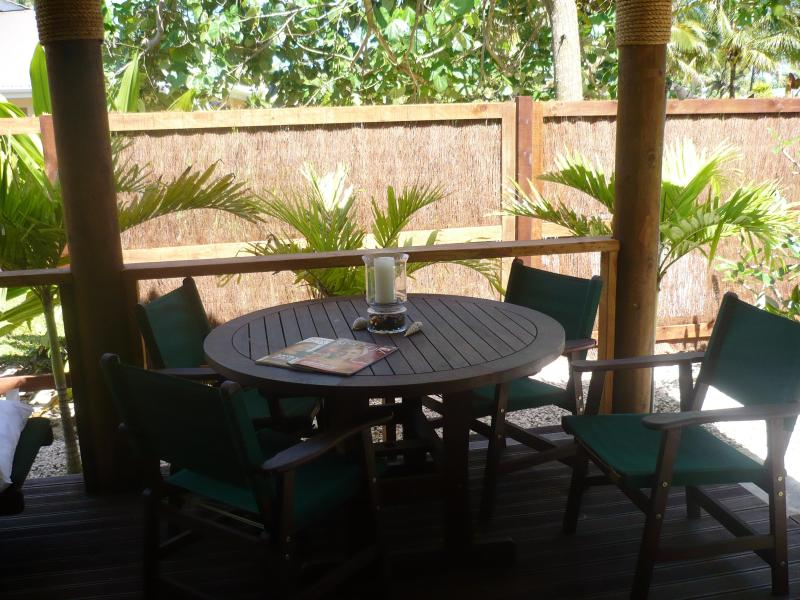 outside deck with dining table and chairs - Are Moe - Rarotonga - rentals