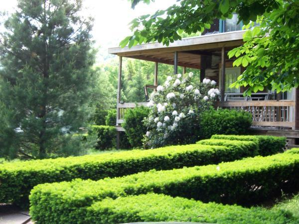 Manicured by an expert,15 acres to hike & play, decks for fun out of the sun, state land to enjoy  - Hunter Mountain House of Lanesville 1800's  Resort - Hunter - rentals