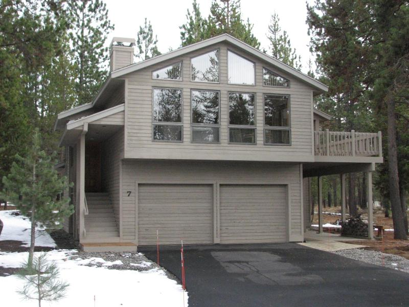 West Side of House - 7 Playoff - Family Friendly - SHARC Passes - Sunriver - rentals
