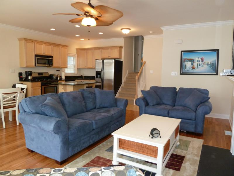 Living Room - GOLD COAST.BEAUTIFUL HOME.ASBURY AVE.2 BLOCKS TO BEACH.WIFI - Ocean City - rentals