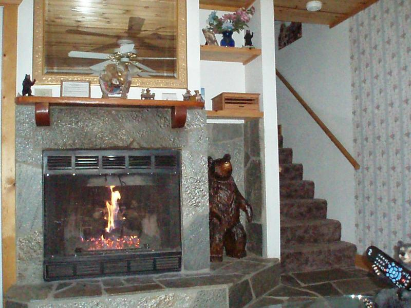 living room with fireplace - Cozy Bear Cottages North - Yosemite National Park - rentals