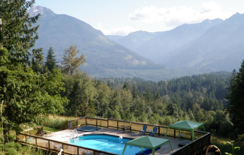 What a view! 19 private acres with a pool, hot tub, & incredible scenery! - MountainView Retreat swimming pool hot tub 19 acre - Chilliwack - rentals