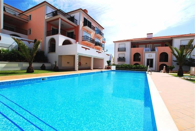Pool view - Wonderful Beachside 3 bedroom/3 bathroom apartment - Obidos - rentals