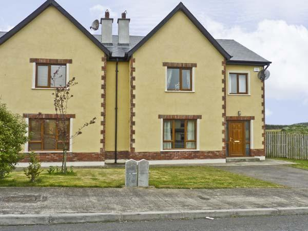 KELLY COTTAGE, pet friendly, with a garden in Courtown, County Wexford, Ref 4635 - Image 1 - Courtown - rentals
