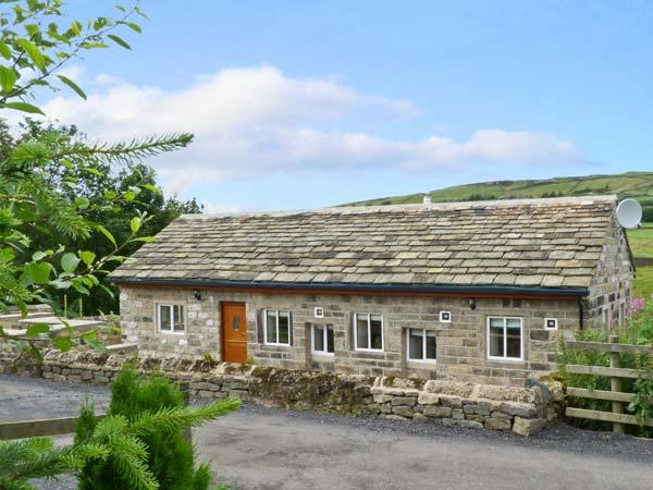 PACK HORSE STABLES, character holiday cottage, with hot tub in Hebden Bridge, Ref 5595 - Image 1 - Hebden Bridge - rentals