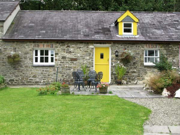 THE STABLE, pet friendly, country holiday cottage, with a garden in Llandysul, Ref 7087 - Image 1 - Ceredigion - rentals
