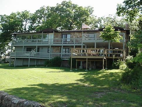 Front of house over looking the Lake - Twin Island Suite - Sunrise Beach - rentals