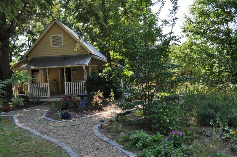 Rosa's Cottage - French Country Cottage on 7 acres at Villa Oliavri - Saluda - rentals