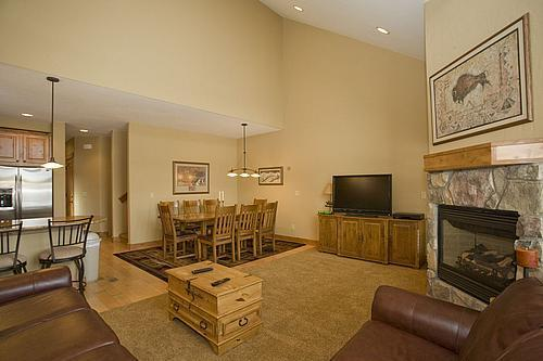 Living Room - Upgraded Town home, Hot Tub! 7/23-8/6 $199/nt! - Silverthorne - rentals