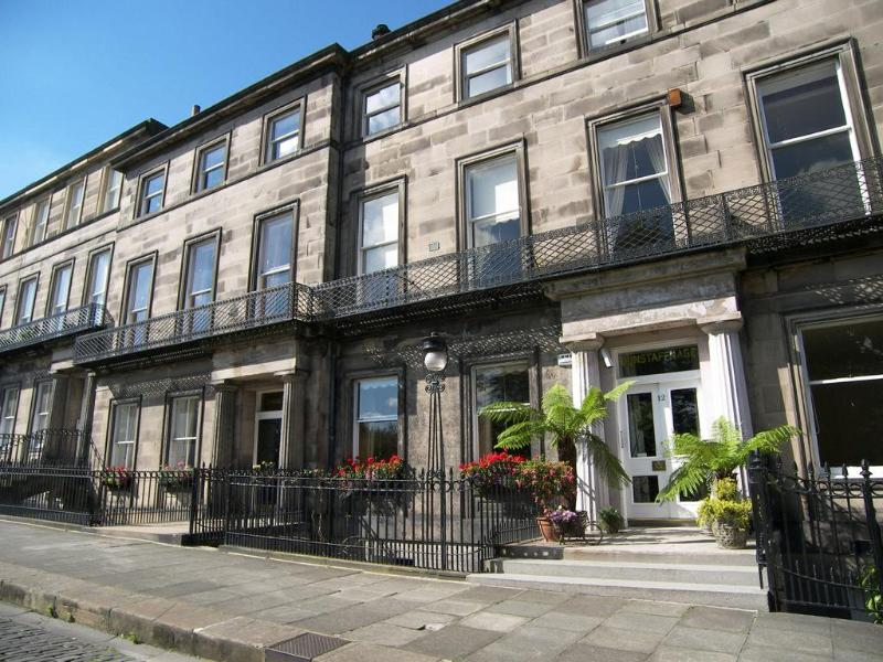 Prestigious 1820's Regent Terrace designed by famous Edinburgh Edinburgh Architect William Playfair - Regent Terrace Apartments near Royal Mile, 2-6 Per - Edinburgh - rentals