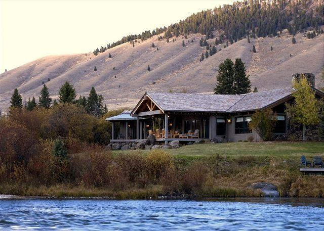 A gorgeous home on the Madison River - Willow Point - Cameron - rentals