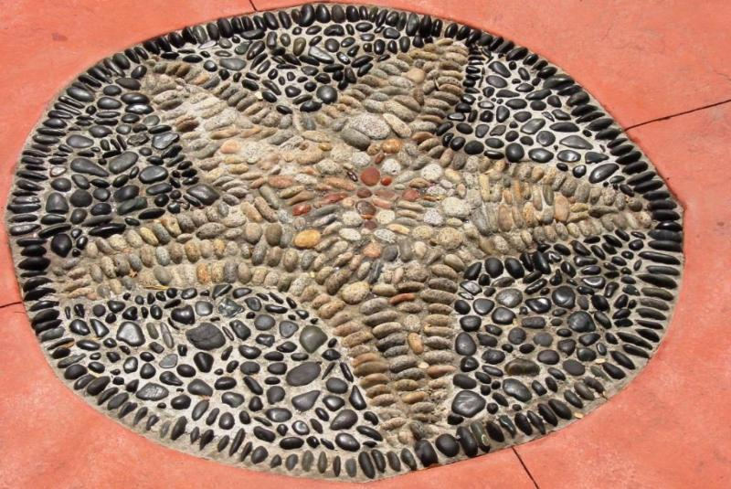 Pebble design in front of studio on driveway - Waterfront Bed and Breakfast - Sechelt - rentals