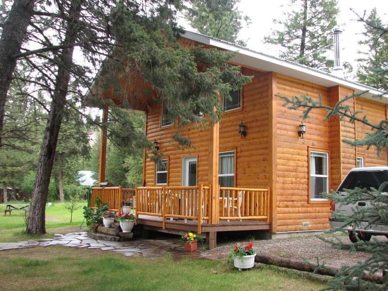 Cabin Front from the West - Luxury Cabin on the Kootenay River, the BC Rockies - Skookumchuck - rentals