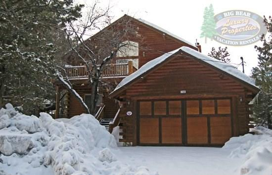 Front View Of Villa Grove Lodge  - Villa Grove Lodge - 3 Bedroom Vacation Rental in Big Bear Lake - Big Bear Lake - rentals